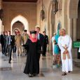 La reine Beatrix, le prince Willem-Alexander et la princesse Maxima des Pays-Bas visitaient la grande mosquée de Mascate au matin du 12 janvier 2012, dernier jour de leur visite officielle de trois jours au sultanat d'Oman.