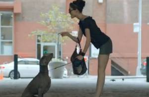 Coco Rocha danse en pleine rue et charme...