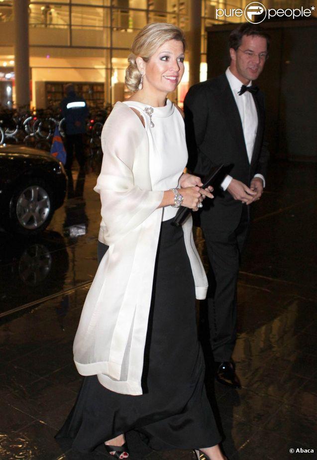 Accompagnée du Premier ministre néerlandais Mark Rutte, la princesse Maxima des Pays-Bas honorait le 23 janvier 2012 le dîner de gala marquant le 50e anniversaire de la Chambre de commerce américaine aux Pays-Bas, à l'Hôtel de Ville de La Haye.
