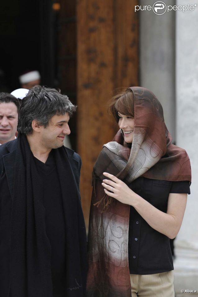 Carla Bruni-Sarkozy et Julien Civange en Tunisie le 29 avril 2008.