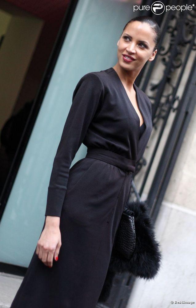 Noémie Lenoir à son arrivée au défilé Haute Couture Jean-Paul Gaultier. Le 25 janvier 2012 à Paris
