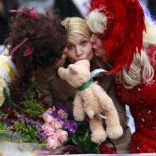 Claire Danes : Un ours en peluche, deux travestis et un défilé farfelu