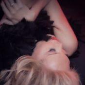 Amanda Lear ose le déshabillé de dentelle pour son clip La Belle et la Bête