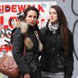 """""""Andie MacDowell et sa fille Sarah Margaret Qualley en virée shopping à New York, le 4 février 2012."""""""
