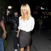Rihanna, très blonde, ferait-elle de l'oeil à Christina Aguilera ?