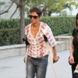Halle Berry, blessée, se balade dans les rues de Los Angeles, le 9 février 2012
