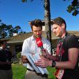 Josh Duhamel interviewé lors de son tournoi de golf, à Los Angeles, le 8 février 2012