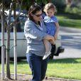 Jennifer Garner, très enceinte, et ses filles Violet et Seraphina, vont à un anniversaire, à Los Angeles, le 12 février 2012