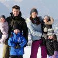 Le prince Frederik et la princesse Mary, en vacances dans la station suisse de Verbier comme chaque année, ont posé pour la presse avec leurs enfants, le prince Christian (6 ans), la princesse Isabella (4 ans) et les jumeaux le prince Vincent et la princesse Josephine (1 an), le 12 février 2012.