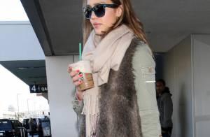 Jessica Alba, de retour d'une Saint-Valentin girly, fait le plein d'énergie