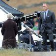 Judi Dench en tournage avec Daniel Craig de James Bond - Skyfall en Ecosse le 8 février 2012