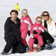 """"""" Le prince Friso, la princesse Mabel et leurs filles les comtesses Luana et Zaria lors de leurs vacances à Lech en février 2011.   Pris dans une avalanche à Lech (Alpes autrichiennes) le 17 février 2012, le prince Friso a été déclaré dans le coma le 24 février. La famille royale en pleine tragédie... """""""