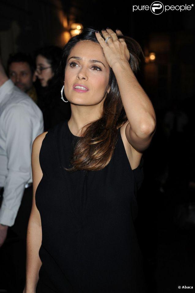 L'éblouissante Salma Hayek se rend à la soirée Hogan by Karl Lagerfeld à la Galerie Bailly. Paris, le 1er mars 2012.