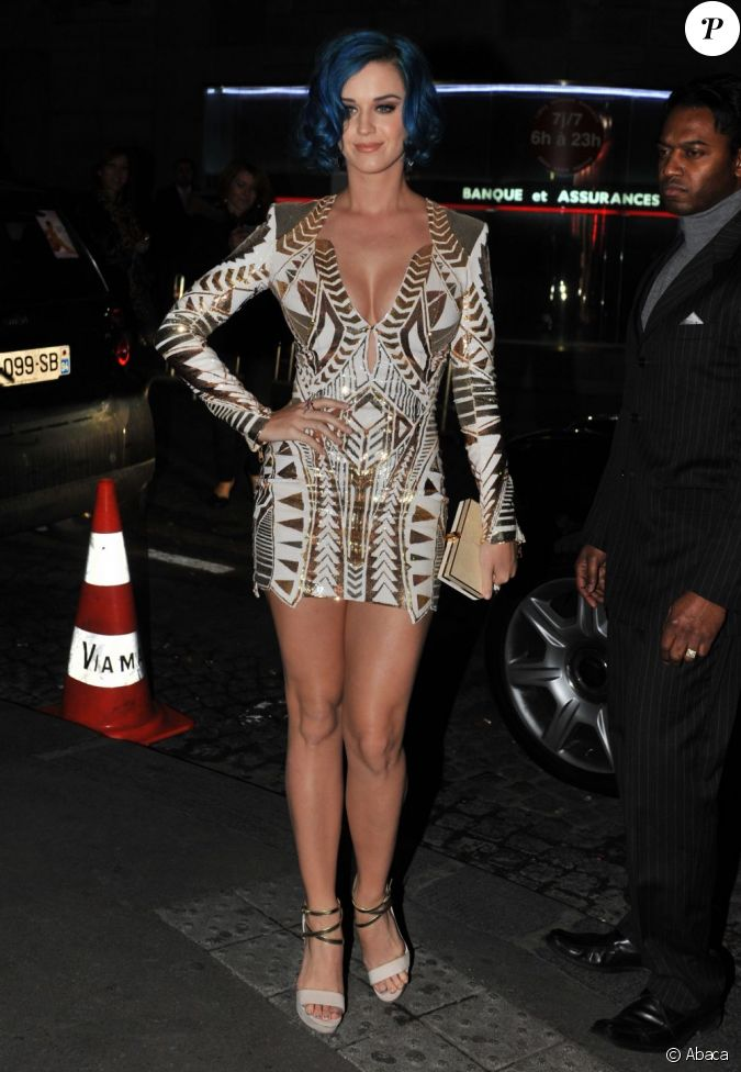 katy perry tr s sexy dans une robe balmain se rend la. Black Bedroom Furniture Sets. Home Design Ideas