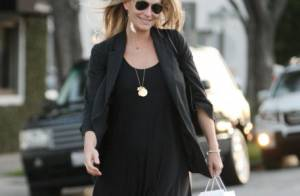 Molly Sims : Cheveux attachés ou au vent, la future maman est sublime