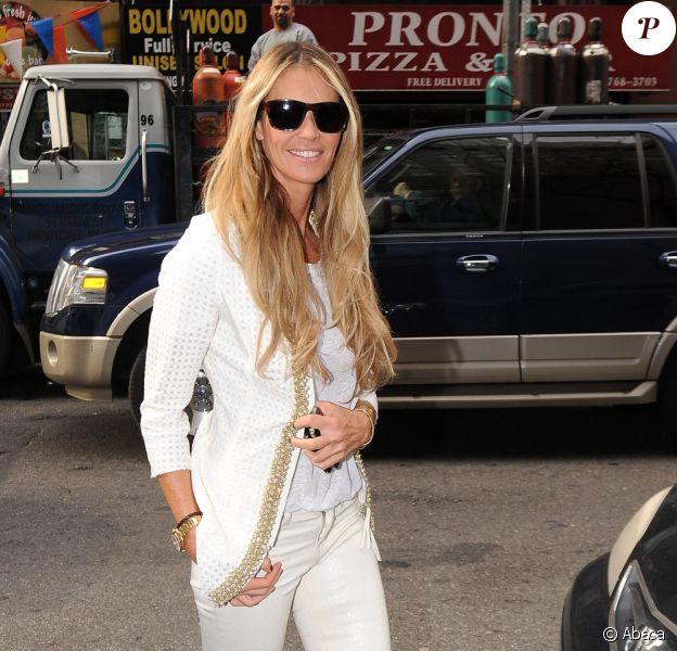 Elle Macpherson superbe à New York pour la promo de son émission Fashion Star. Le 13 mars 2012