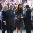 Après le cricket, Kate Middleton rejoint le prince Charles et Camilla Parker-Bowles dans le sud de Londres pour visiter une galerie d'art, le 15 mars 2012.