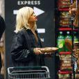Rihanna fait ses courses dans l'épicerie bio Whole Foods à New York, le 16 mars 2012.