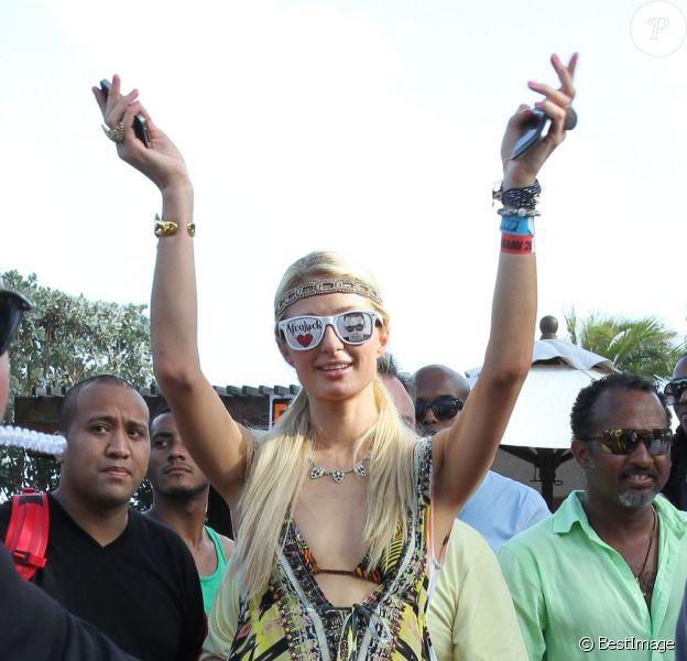 Paris Hilton fait la fête avec son chéri le DJ Afrojack, à Miami le 21 mars 2012