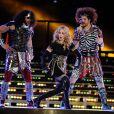 Madonna et LMFAO durant l e half time show  du Super Bowl, à Indianapolis, le 5 février 2012.
