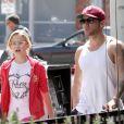 Ryan Phillippe et sa fille Ava lors d'une balade shopping dans les rues de Los Angeles le 28 mars 2012