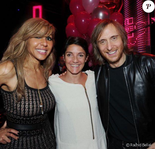 Cathy et David Guetta entourent Florence Foresti lors de la soirée de lancement de la Twizy à l'Atelier Renault sur les Champs-Elysées à Paris le mardi 28 mars 2012