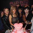 Cathy et David Guetta entourés de Naomi Campbell, Rossy de Palma et Eric Judor lors de la soirée de lancement de la Twizy à l'Atelier Renault sur les Champs-Elysées à Paris le mardi 28 mars 2012