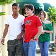 Paris et Prince Michael Jr., les enfants de Michael Jackson, sont allés voir Le Lorax au cinéma avec leur oncle Jermaine et leurs cousins, le 11 mars à Los Angeles