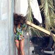 Pose lascive... Cheryl Cole tourne son nouveau clip à Los Angeles, le 31 mars 2012.
