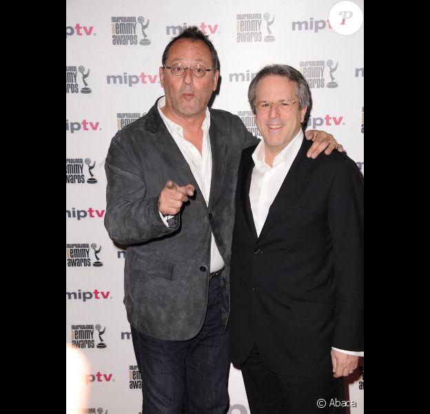 Jean Reno et René Balcer lors de la soirée d'ouverture du MIP TV à Cannes au Martinez à Cannes le 1er avril 2012