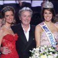 Alain Delon en décembre 2010 avec Laury Thilleman et Sylvie Tellier lors de l'élection Miss France à Caen