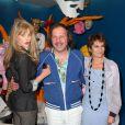 Philippe Katerine,  Arielle Dombasle et Caroline Loeb le 3 avril 2012 à la Galerie des Galeries lors de l'inauguration de l'exposition  Comme un ananas  à Paris