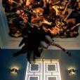 Jennifer Lopez s'offre un bain de foule très sensuel dans son clip Dance Again, featuring Pitbull