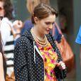 Sweatshirt oversize et UGG vertes pour Leighton Meester, en pause sur le tournage de Gossip Girl. New York, le 20 mars 2012.