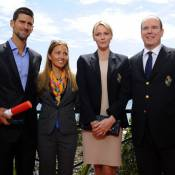 Djokovic médaillé par le prince Albert et Charlene, devant sa belle Jelena