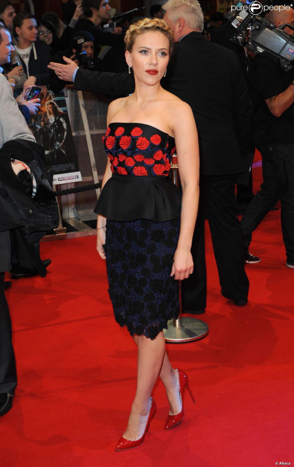 Scarlett Johansson parfaite dans une robe Prada et perchée ...