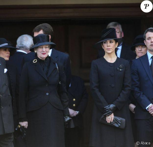 La famille royale danoise, très attristée par la mort du magnat Arnold Maersk Mc-Kinney Møller, décédé le 16 avril 2012 tandis que la reine Margrethe II célébrait son 72e anniversaire, assistait à ses funérailles en l'église Holmen de Copenhague le 21 avril 2012.