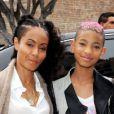 Willow Smith et sa mère Jada Pinkett Smith lors de la première de First Position à l'Aero Theatre à Santa Monica, Los Angeles, le 22 avril 2012