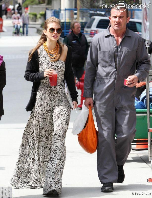 La jolie AnnaLynne McCord et son compagnon Dominic Purcell sur le tournage du film Bailout à Vancouver, le 21 avril 2012