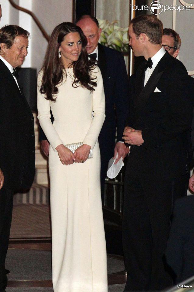 Kate Middleton Reprend La Robe Roland Mouret De Carla Bruni