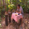 Claude savoure son repas dans Koh Lanta 2012, vendredi 11 mai 2012 sur TF1