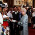 La reine Elizabeth II a reçu samedi 12 mai 2012 un sombrero de la part du Delfines Marching Band lors d'une  tea party  à Windsor pour les protagonistes, venus du monde entier, du  Diamond Jubilee Pageant , fantastique spectacle historique équestre créé en l'honneur de son jubilé de diamant.