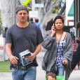 Justin Chambers et sa femme Keisha font du baby-sitting dans les rues de Los Angeles, le 8 mai 2012.