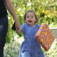 Seraphina, la fille cadette de Jennifer Garner, et une amie se rendent à une fête d'anniversaire, à Los Angeles le 15 mai 2012.