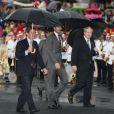 """David Beckham a été """"anobli"""" (""""Sir"""", a dit le speaker du stade) lors de la cérémonie de transmission de la flamme olympique ! La princesse Anne a reçu le feu sacré avec la délégation britannique, dont David Beckham, des JO de Londres 2012 lors d'une cérémonie au stade panathénaïque d'Athènes, le 17 mai 2012. La flamme doit rentrer le 18 mai au Royaume-Uni pour embraser la torche olympique."""