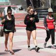 Vanessa Hudgens se rend dans une salle de sport avec sa soeur et sa maman, à Los Angeles, le jeudi 17 mai 2012.