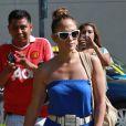 Jennifer Lopez et son compagnon Casper Smart le 20 mai 2012 à Los Angeles en pleine séance shopping au centre commercial The Grove