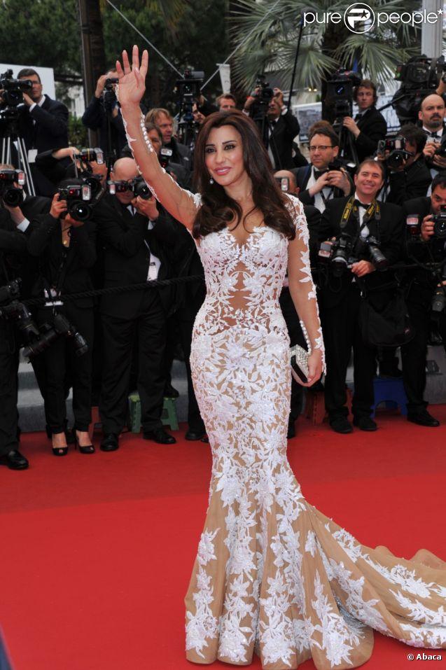 Najwa Karam sur les marches du Palais des festivals avant la projection du film  Vous N'avez encore rien vu , le 21 mai 2012.
