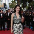 Kristen Stewart lors de la montée des marches du film Sur la route, au Festival de Cannes le 23 mai 2012