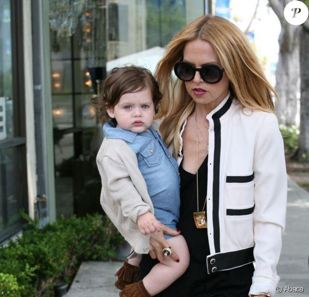 Rachel et son fils Skyler dans les rues de Los Angeles. Le 25 mai 2012.